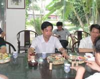 2011年8月张镇城县委书记陪同市委常委、纪委书记薛云官莅临参观调研我司